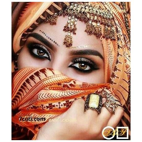Goblen de diamante Imbracata in haine din aur