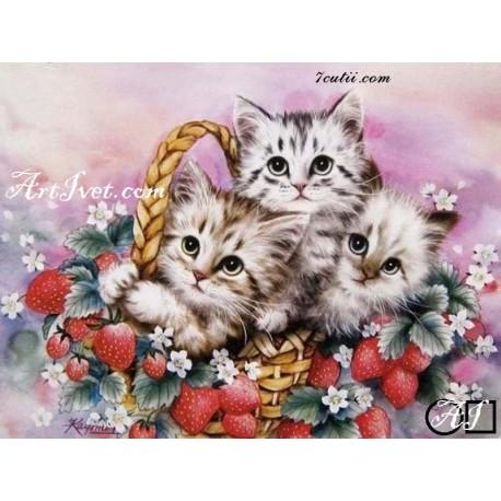 Goblen de diamante Trei pisicute printre fragute